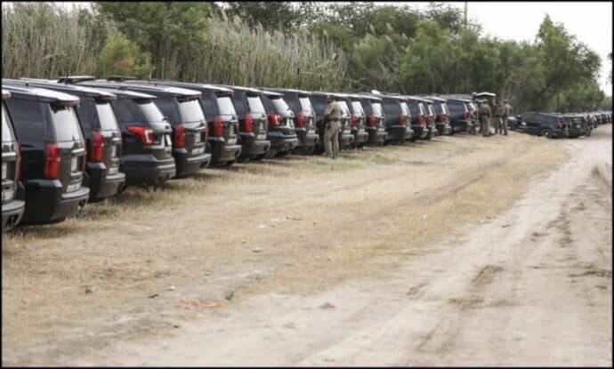 Border-Haitians-Del-Rio-510A0643-700x420